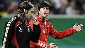 Fußball: WM-Wackelkandidaten investieren mehr als Gesetzte