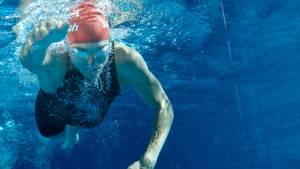Kraftausdauer im Triathlon – Den Armzug beim Kraulen stärken