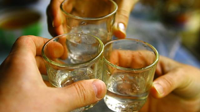 Hilft Alkohol bei der Verdauung?