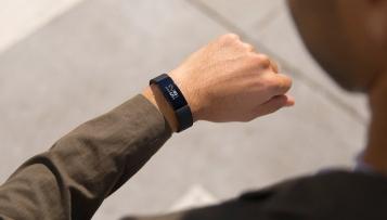 Neue Wearables von Fitbit