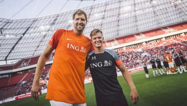 Dirk Nowitzki und Mick Schumacher kicken für den guten Zweck