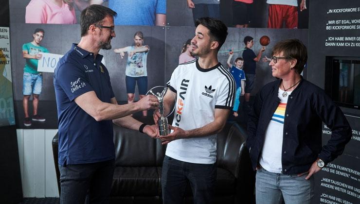 LAUREUS zeichnet KICKFAIR mit Laureus Sport for Good Award aus