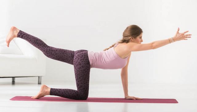 Yoga mit Cathy Hummels: Vierfußstand