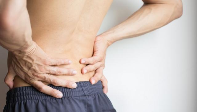 Rückenbeschwerden mit der Faszienrolle behandeln