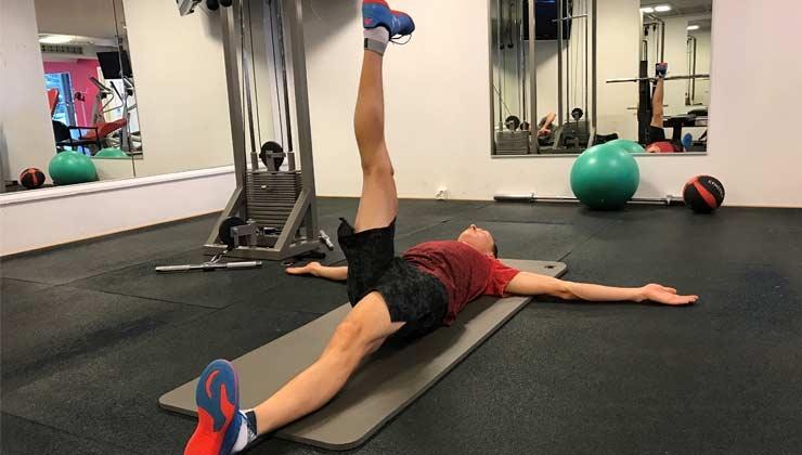 Po, Rücken, Oberschenkel: Dehnen mit Eric Frenzel (Übung 1)