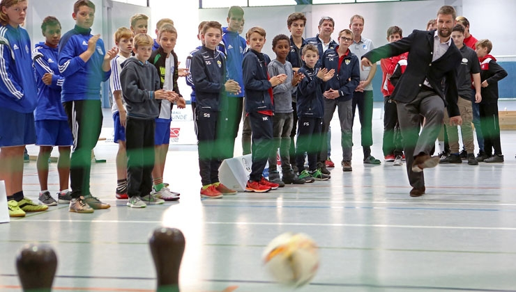 Thomas Hitzlsperger eröffnet inklusives Fußballturnier