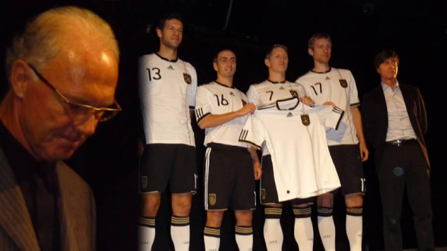 Franz Beckenbauer und Philip Lahm im Interview – Neues DFB-Trikot vorgestellt