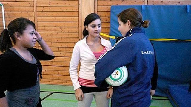 Soziale Integration von Mädchen durch Fußball - Die Kicking Girls