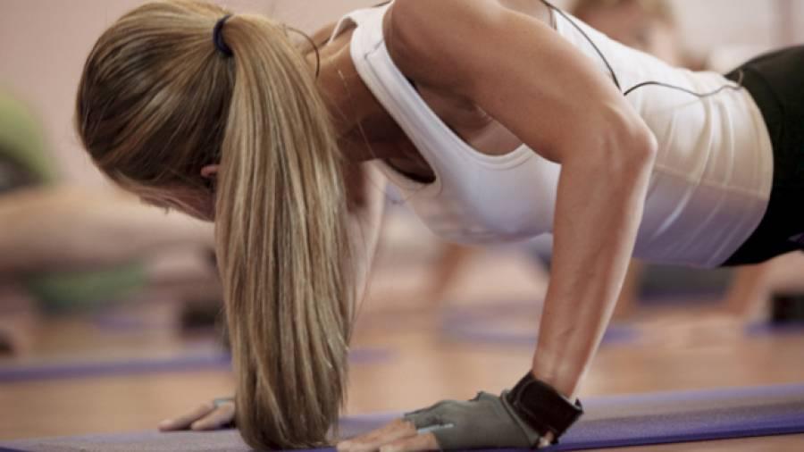 Winke, winke! – Die drei effektivsten Trizeps-Übungen für Frauen