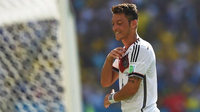 Laureus Medienpreis: Mesut Özil erhält Ehrenpreis für Wohltätigkeit