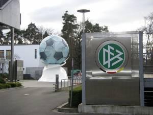 Löw nominiert Hunt und Müller