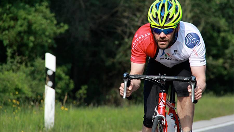Promi-Triathlon - Jürgen Zäck trainiert prominente Triathlon-Rookies