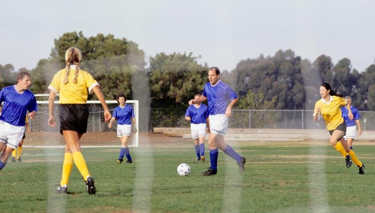 Profi-Fußball: Studie vergleicht Frauen und Männer