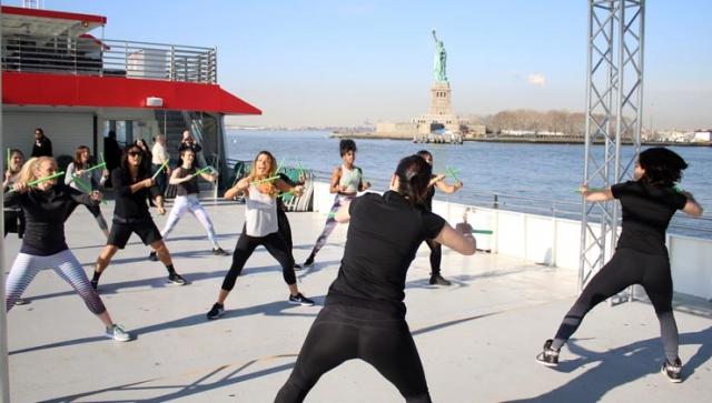 New York: Bauch, Beine, Po auf dem Boot