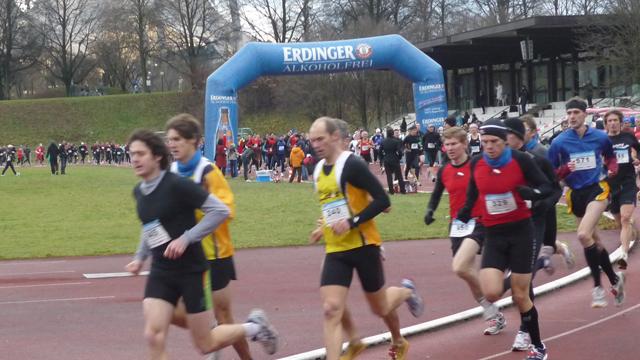 Münchner Winterlaufserie gestartet – 900 Läufer unterwegs