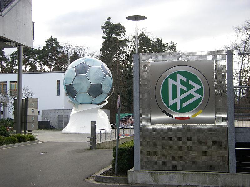 UEFA ehrt DFB-Jugendarbeit