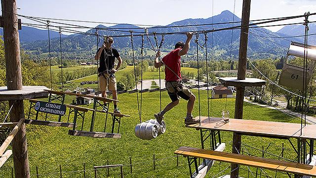 Klettern im Hochseilgarten – Lenggries lockt auch im Sommer