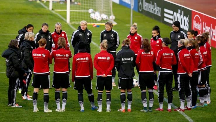 Frauenfußball: Neid nominiert 26 Spielerinnen für Olympia-Vorbereitung