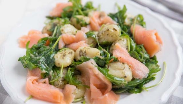 Rezept der Woche – Gnocchi Salat mit Lachs