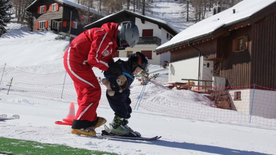Das erste mal auf skiern so lernen kinder skifahren