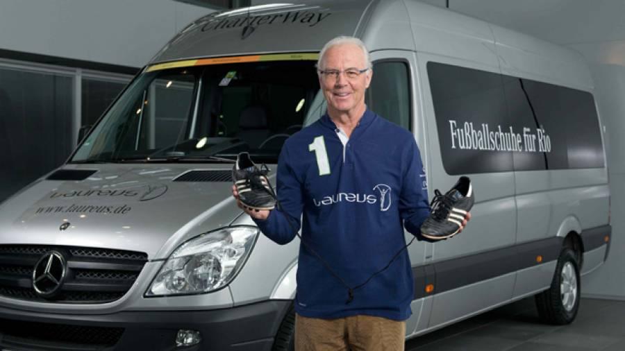Franz Beckenbauer ruft Deutschland auf: Spendet Fußballschuhe für ein Laureus-Projekt in den Favelas von Rio de Janeiro