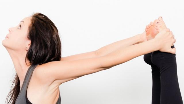Yoga Übungen für Anfänger – Bogen liegend