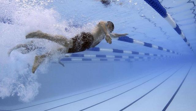 Sommerzeit ist Badezeit – Ohrenschmerzen nach dem Schwimmen vorbeugen