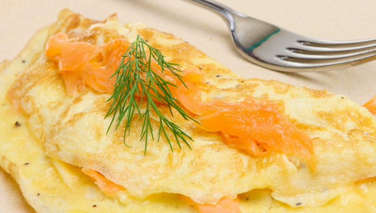 Eiweiß-Omelette mit Lachs und Frühlingszwiebeln