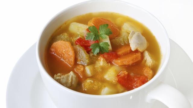 Mit Suppen schnell Pfunde loswerden