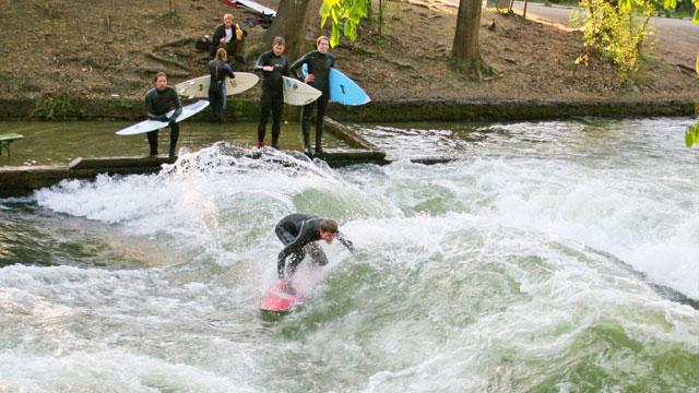 Das ist die perfekte Welle – der Eisbach in München
