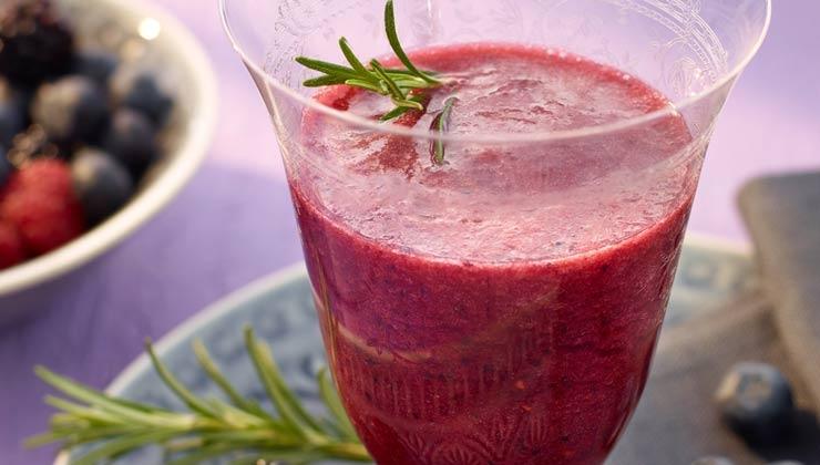 Rezept: Beeren-Mineralwasser-Smoothie