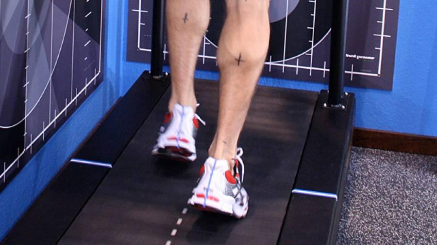 Belasten Laufschuhe Gelenke stärker als Barfußlaufen?