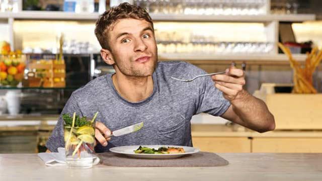 Weltmeisterliches Rezept: Rindersteak mit grünem Gemüse und Curry-Walnuss-Butter