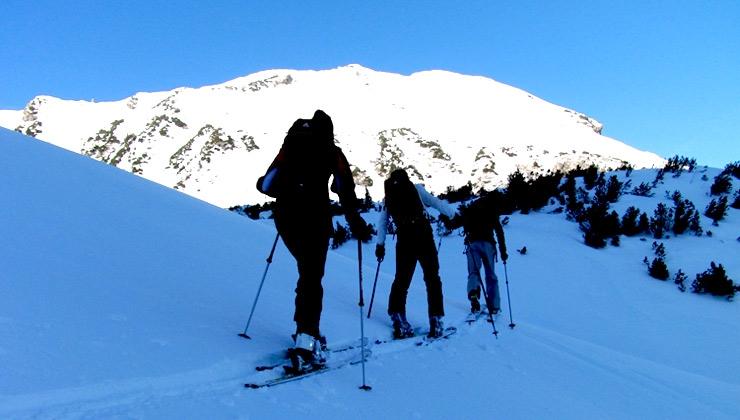 Skitour – diese Ausrüstung muss mit