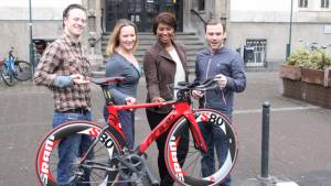 4 machen 3 – Promis sammeln Geld für Kinderhilfswerk beim Köln-Triathlon