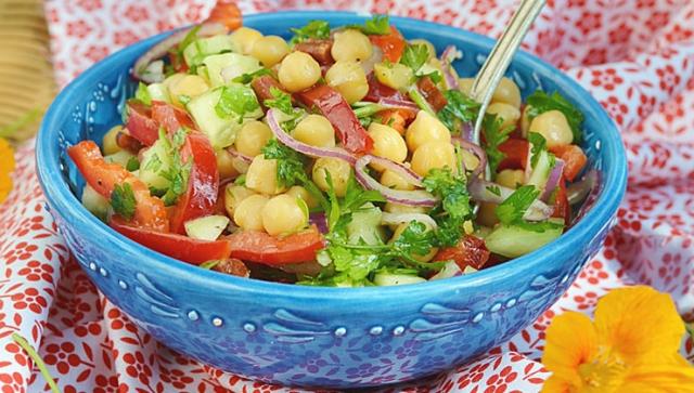 Kichererbsen-Salat mit frischen Kräutern