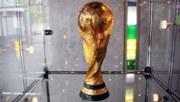 Wie viel ist der FIFA-Pokal wert?