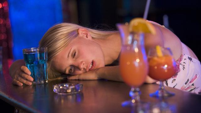 Hilft Alkohol wirklich beim Einschlafen