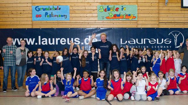 Boris Becker besuchte das Laureus Projekt Kicking Girls in Bremen