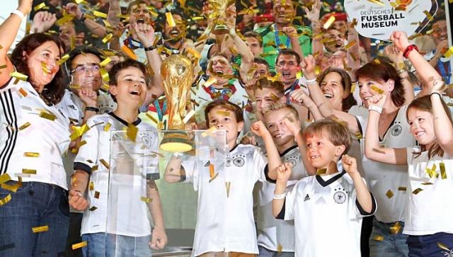 Von Siegerehrung mit WM-Pokal bis Kinderfußball-Olympiade