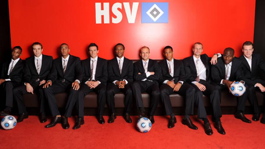 Schicke Trainingseinheit – HSV Fußballprofis in neuen Daniel Hechter Anzügen