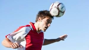 Bauchsache – So schützen sich Fußballer beim Kopfball