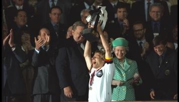 Jürgen Klinsmann wird Ehrenspielführer
